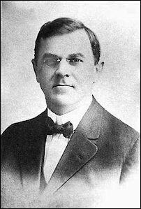 Portret van Charles Fey, de uitvinder van de 1ste fruitmachine Liberty Bell